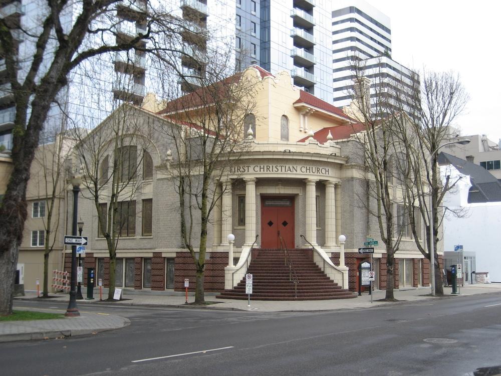 First_Christian_Church_-_Downtown_Portland,_Oregon.JPG