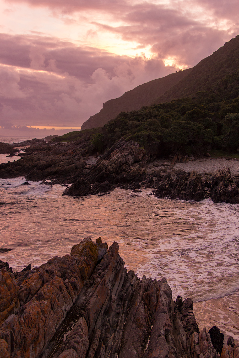 Sunsets on the Otter are breathtaking. We spent every evening on the rocks watching the sun set. The Geelhoutbos River mouth in front of Scott Hut is no exception.  Click image to expand.