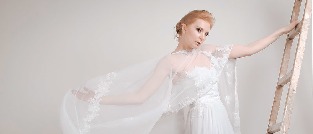 Νυφικό πέπλο και νυφικό ALKMINI - Bridal veil and wedding dress by ALKMINI