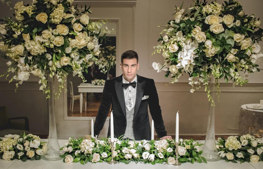 Tuxedo: Merkos Manolopoulos, Flowers: Kipos Kalou