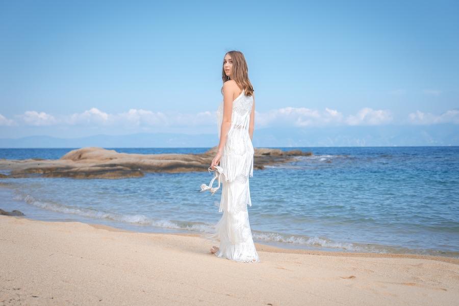 Νυφικό Φόρεμα ALKMINI, νυφικά παπούτσια Lou.