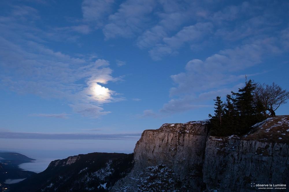 Lune-Creux du van-paysage-nuage-observe la lumiere-sebastien zbinden.jpg
