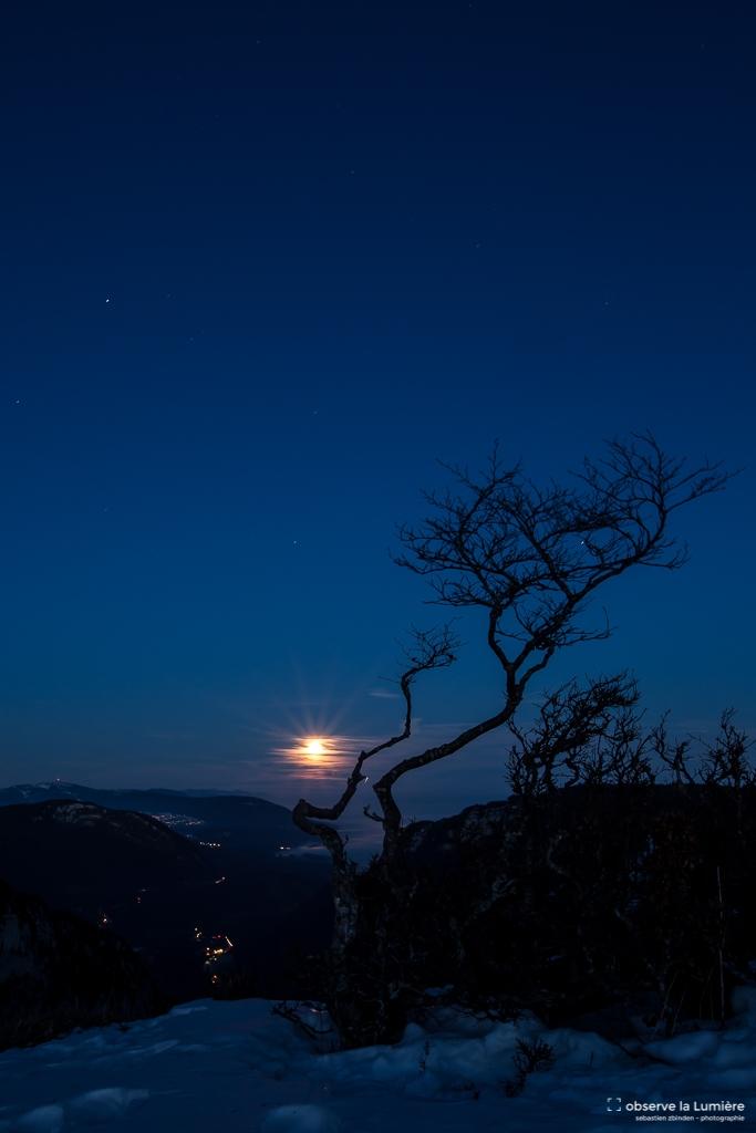 paysage-Creux du van-lune pleine-observe la lumiere-sebastien zbinden.jpg