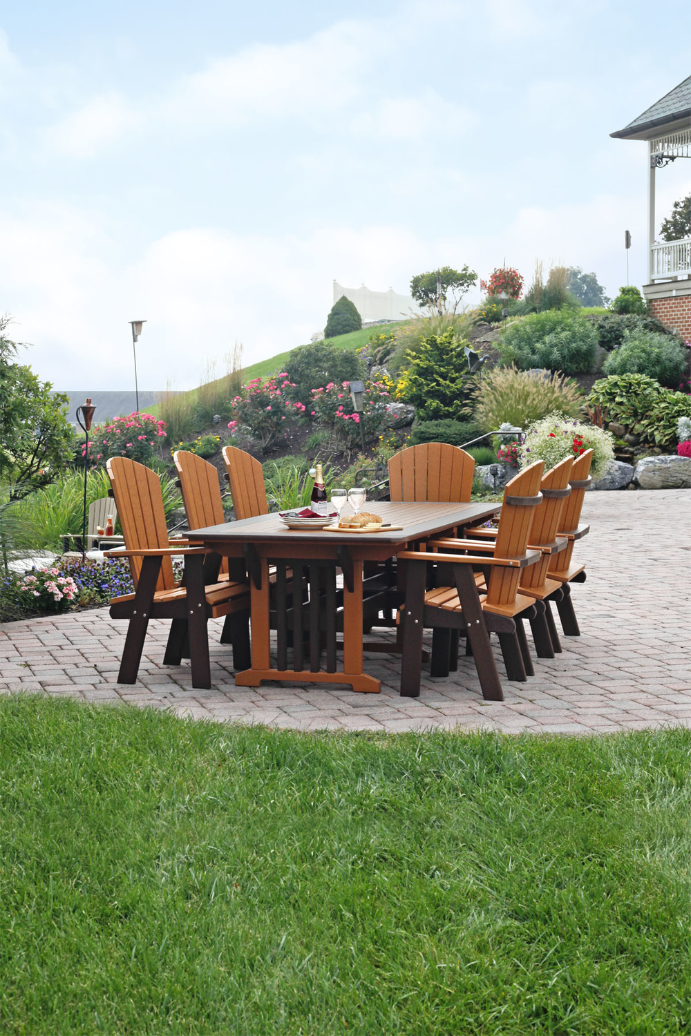 The English Garden collection has a touch of elegance that is reminiscent of old English styles. Bringing a delightful touch to your outdoor seating and dining needs.
