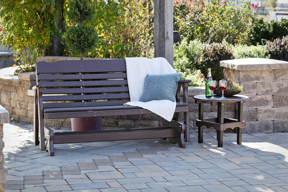 West Chester combines style with the high quality standard that comes with all of our products. With a simple design and straight lines, its the perfect touch for everyday moments of outdoor living.