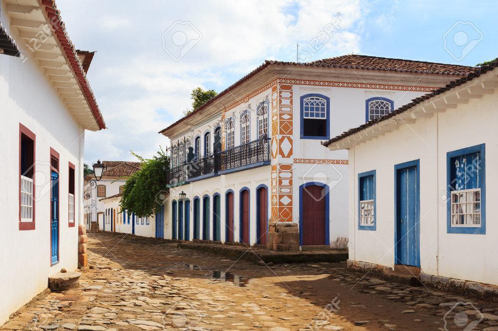 39565861-Street-and-old-portuguese-colonial-houses-in-historic-downtown-in-Paraty-state-Rio-de-Janeiro-Brazil-Stock-Photo.jpg