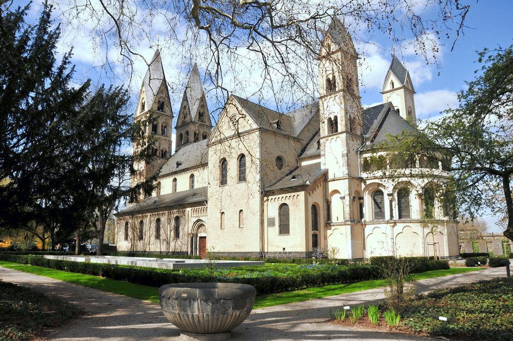Basilika-St.-Kastor-von-Süd.jpg