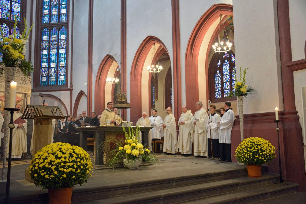 Altar-2.jpg