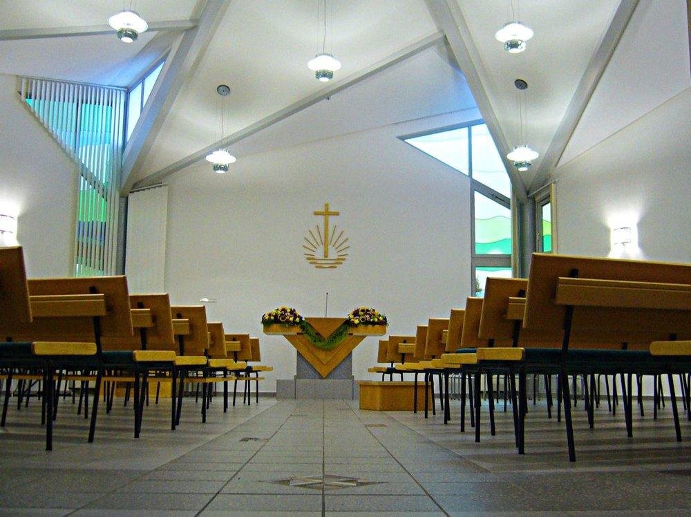 Neuapostolische_Kirche_innen.jpg
