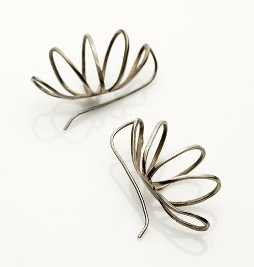 Wire Earrings | S04 Curved Wire Earrings Filomena Demarco Jewelry