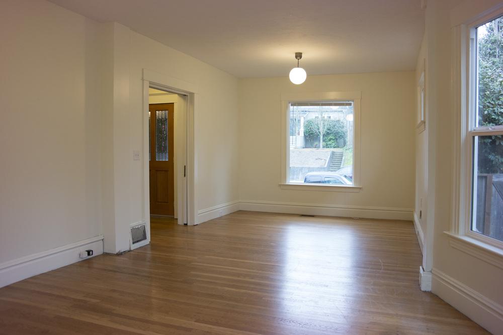 10-Livingroom1.jpg