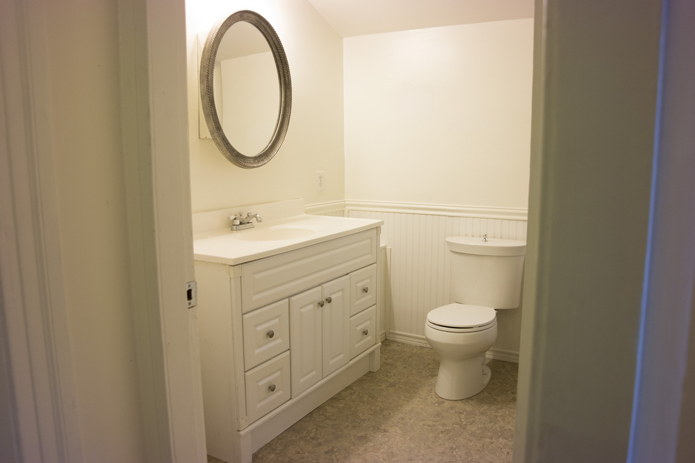 17-1Bathroom2.jpg