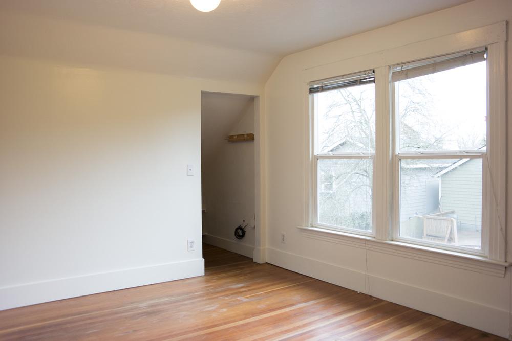 21-1Bedroom2.jpg