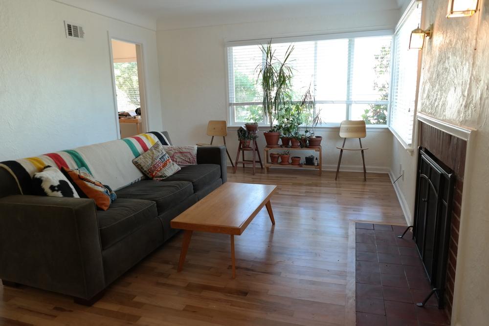02-Livingroom11.JPG
