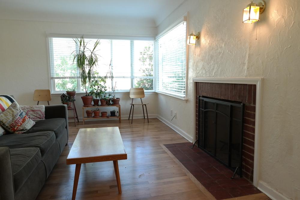 03-Livingroom12.JPG