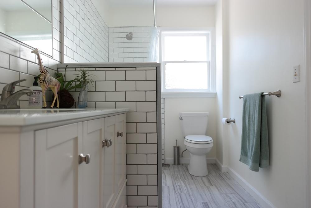 13-Bathroom02.JPG