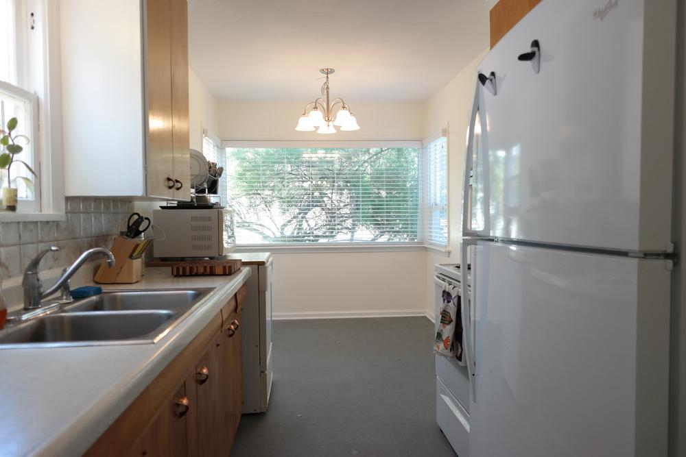 16-Kitchen02.JPG