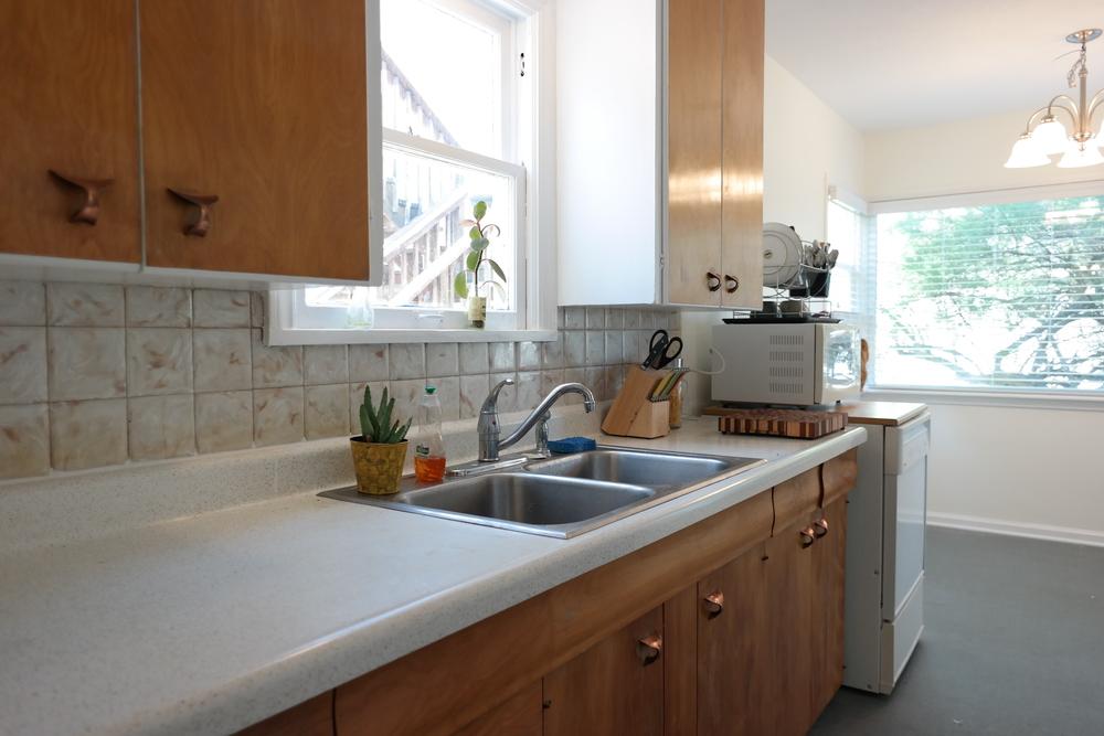15-Kitchen01.JPG