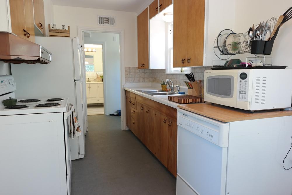 19-Kitchen03.JPG