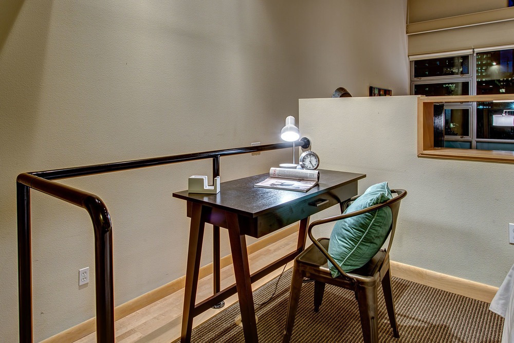 20-Desk01.jpg