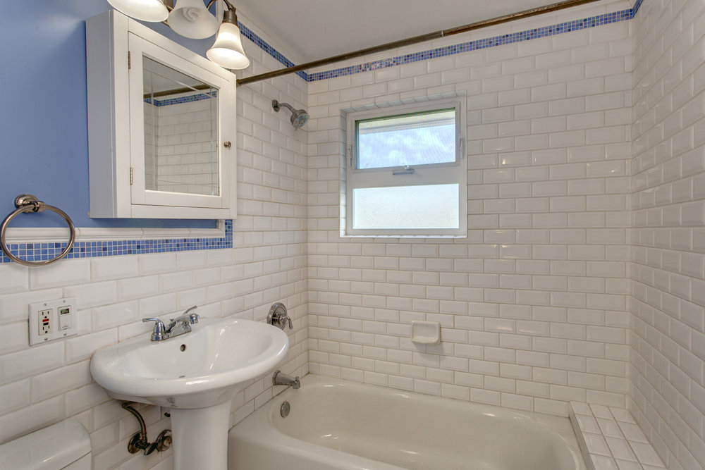 12- Bath01.jpg