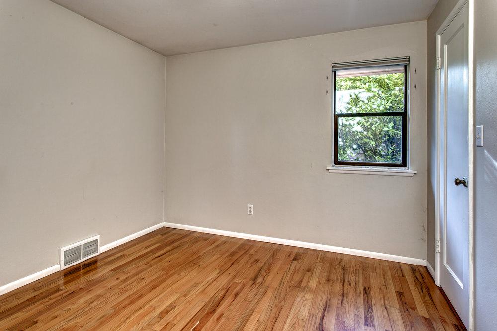 14- Bedroom03.jpg