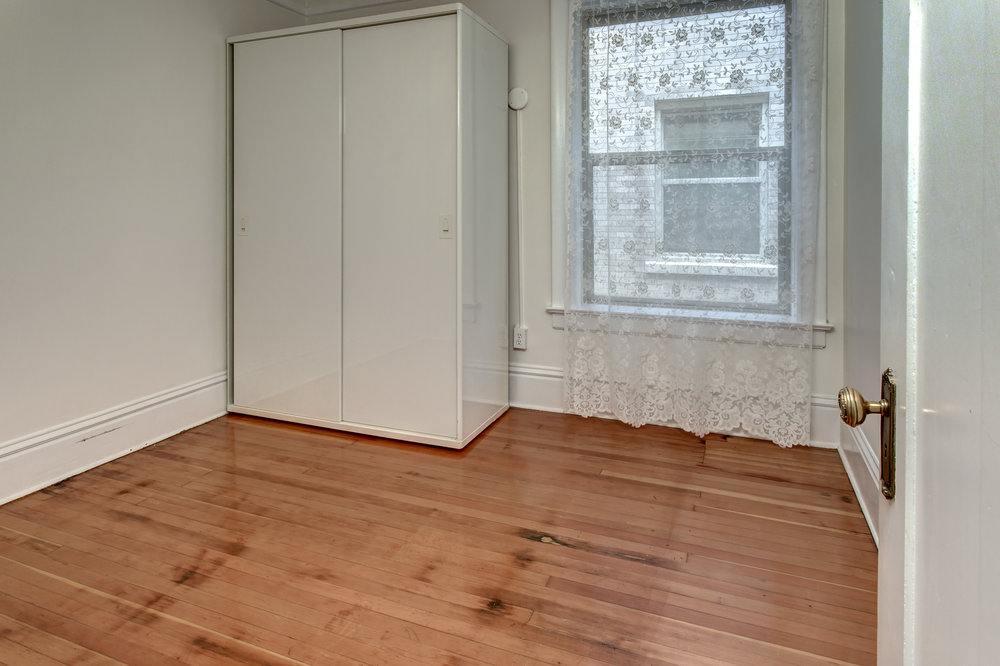 16-Bedroom01.jpg