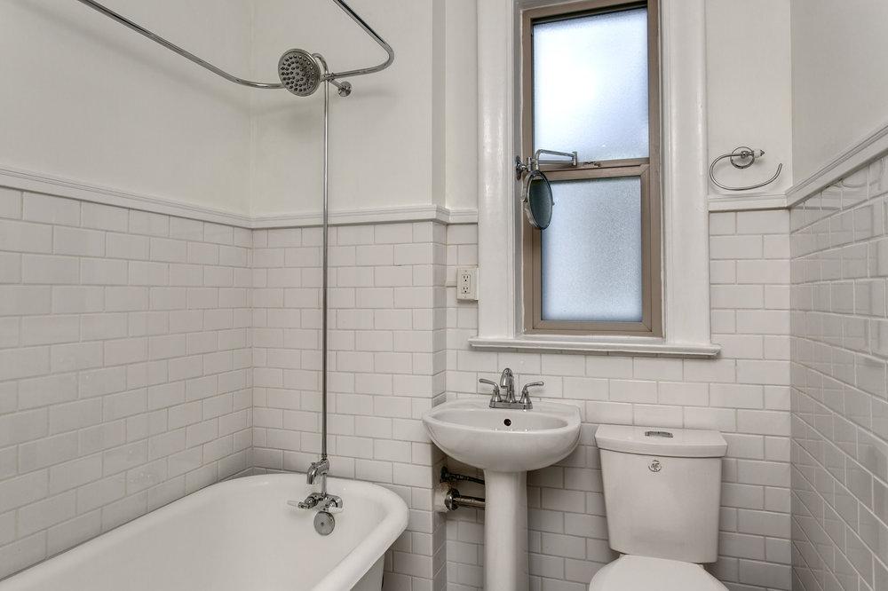 17-Bath01.jpg
