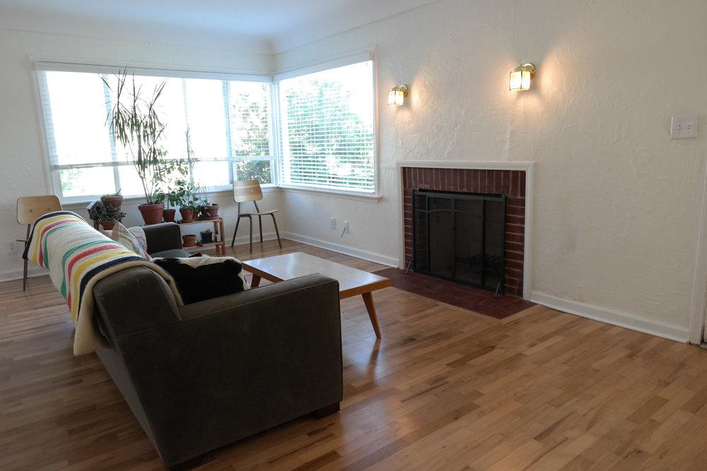 04-Livingroom10.JPG