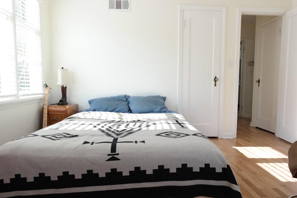 09-Bedroom103.JPG