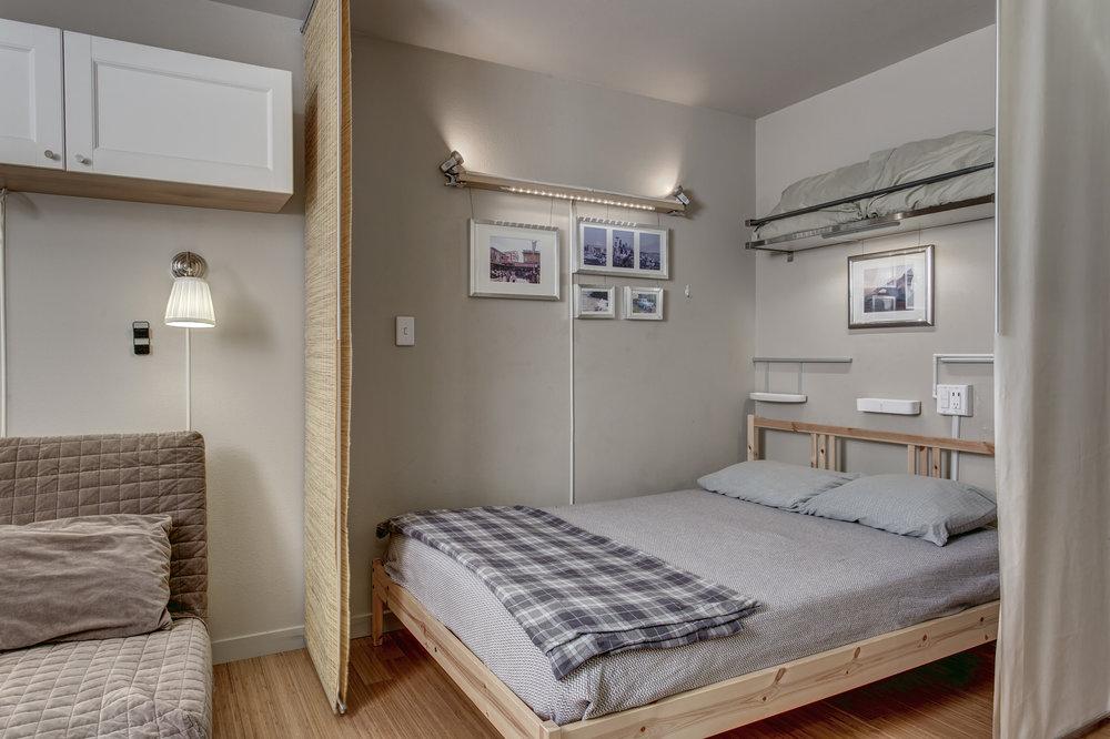 16-Bedroom03.jpg