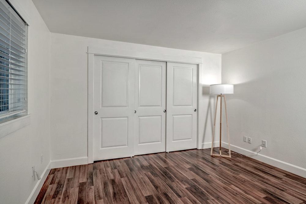 16-Bedroom02.jpg