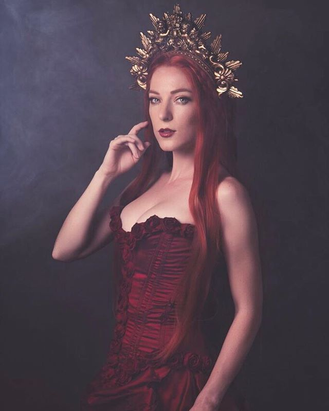 Happy Autumn! 🍁🍂💫 Here is a throwback to sultry @jesdru shot by @jwaidesign in my red Victorian gown and a golden @hysteriamachine crown 🌹🥀 #darkfantasy #darkfairy #victorian #darkromantic #fairytale #hysteriamachine