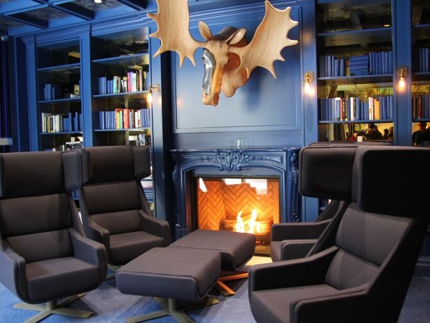 the-blue-library-in-google-canada-engineering-hq.JPG