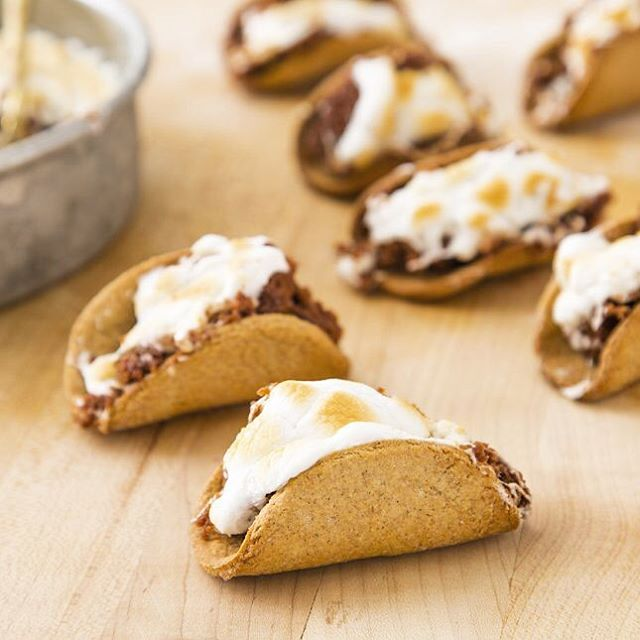 Mini S'mores Tacos?! Not the worst idea we've ever had… 😉 See how we made 'em on the site! Link in profile. #britstagram #diy #recipe #f52SummerCamp