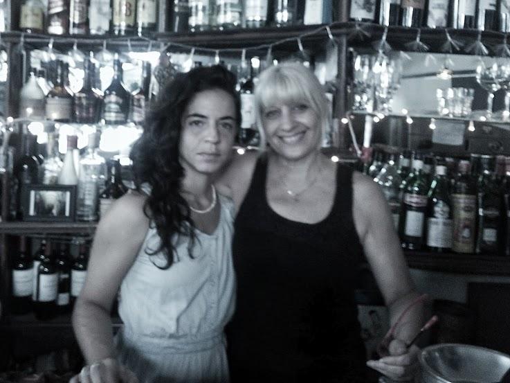 """Adriana y Florencia,trabajando en""""Nostalgia""""."""