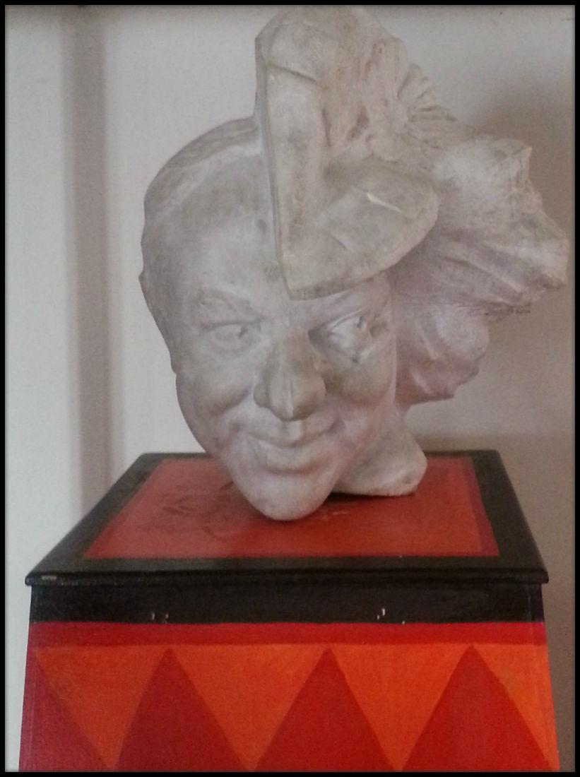 Escultura de Oleg Popov: mitad hombre, mitad payaso.