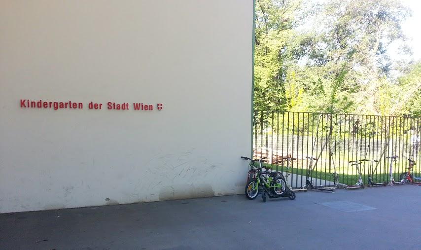 Jardín de Infantes Estatal ubicado en el StadtPark,Viena.