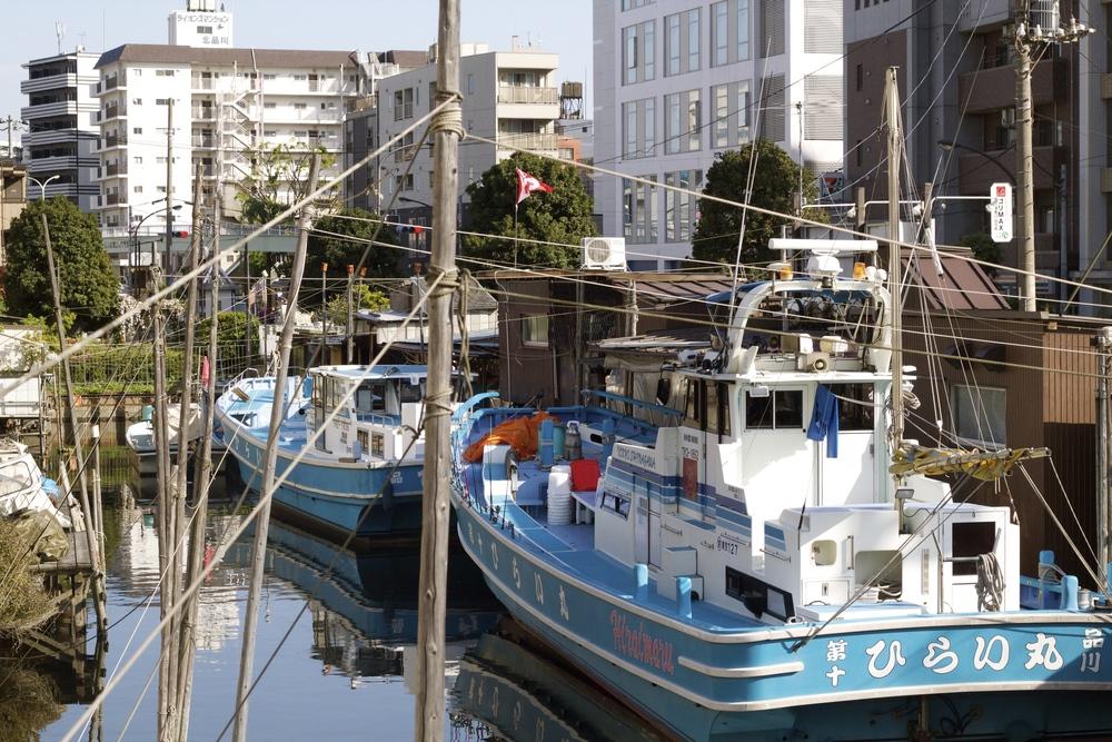 Las casas y los barcos de pescadores fueron nombrados como uno de los cien sitios pintorescos deShinagawa. Tokyo, Japón - Abril 2015