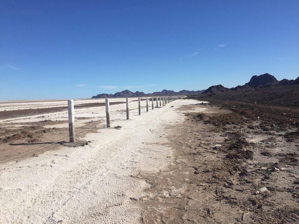 Salinas al costado de la ruta. Baja California, México - Marzo 2016
