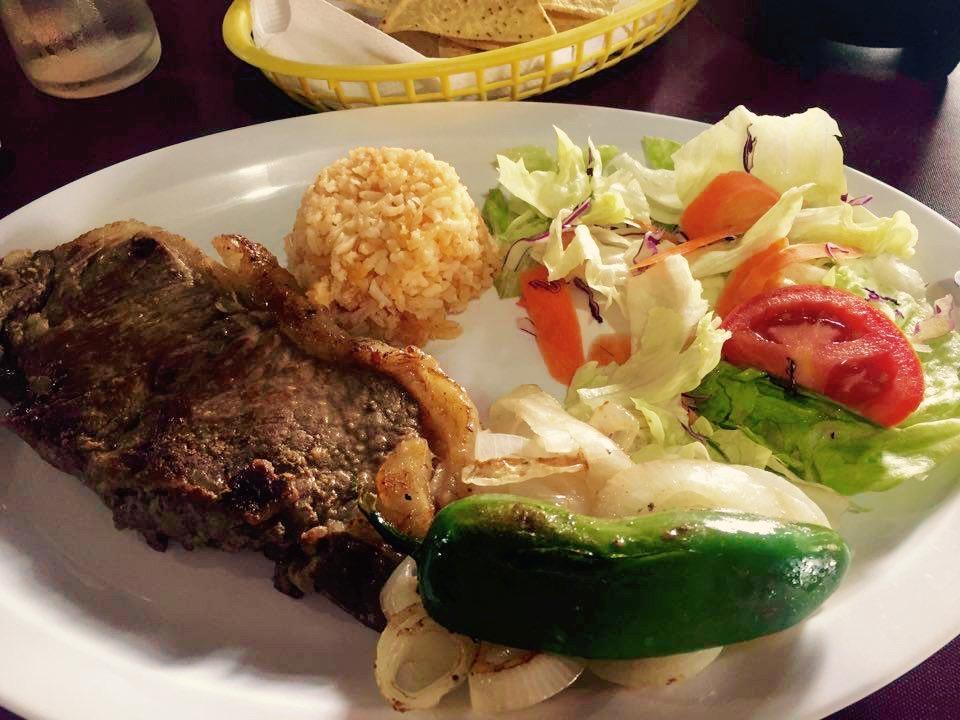 Comí un bocado del pimiento, como quien cruza la calle vacía y con el semáforo en verde. Error. Baja California,Mexico - Marzo 2016
