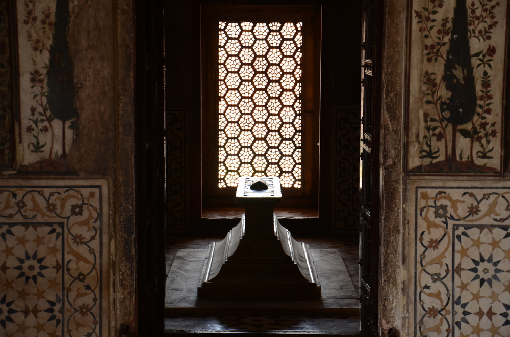 Sarcophagus inside the Tomb of I'timad-ud-Daulah
