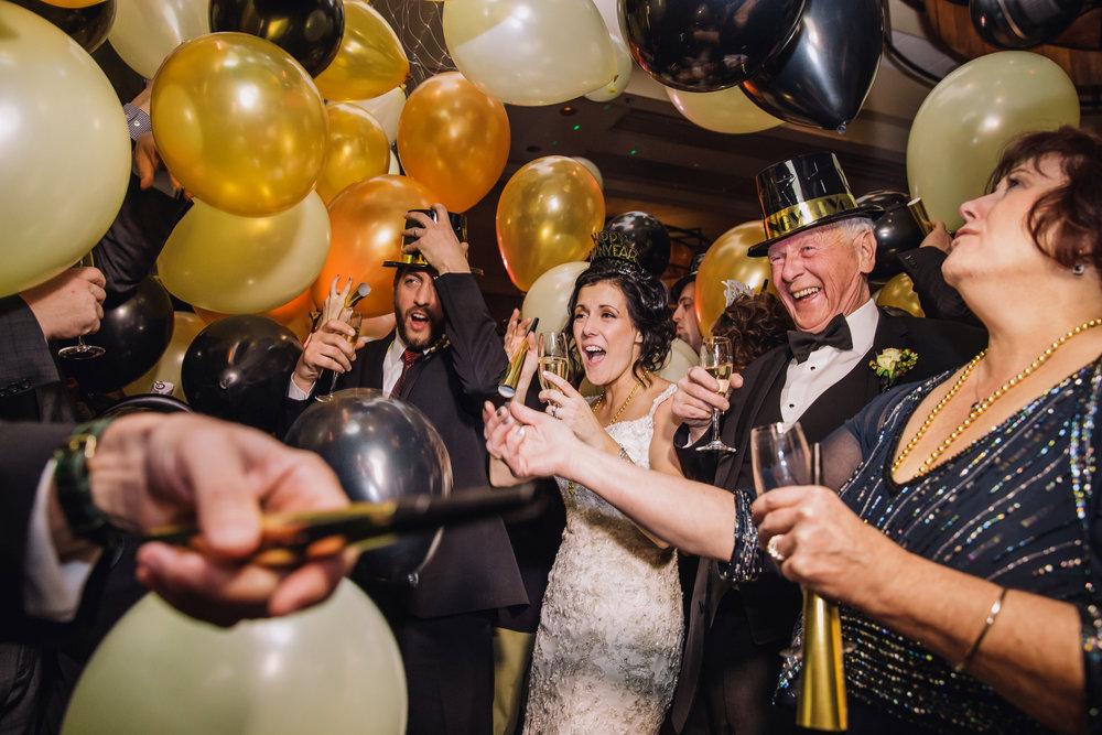 new_years_eve_wedding_balloon_drop_michigan_troy_pop_mod_photo.JPG