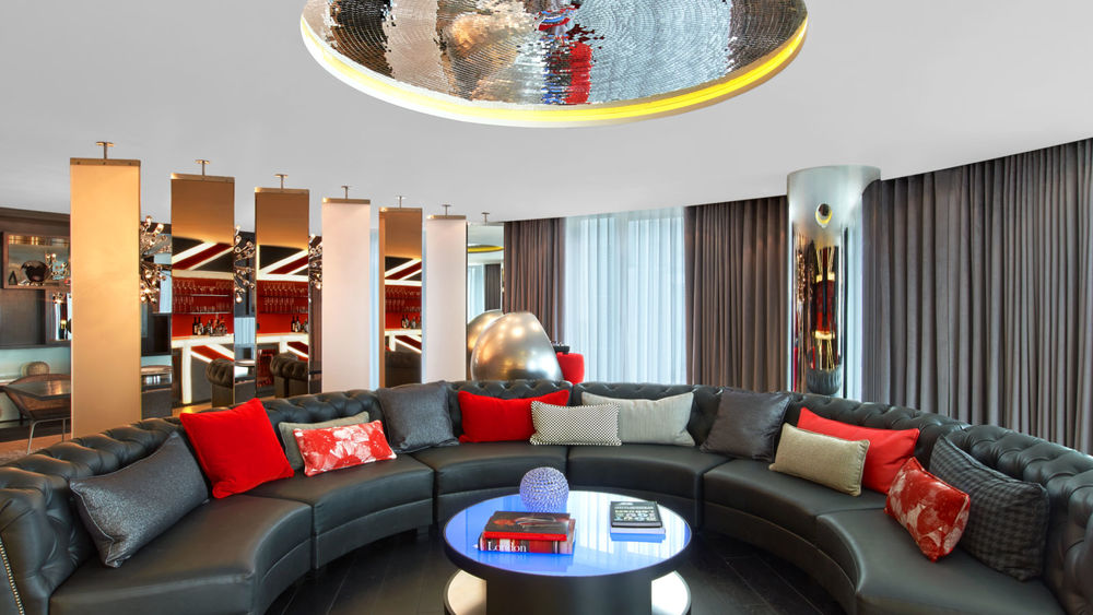 centrepiece_chesterfield_sofa_in_e_wow_suite_w_london_hotel.jpg