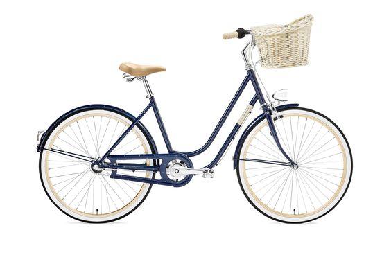 1. Molly Marine vom polnischen Label creme cycles. Oh mein Gott! Es sind wirklich kleine Anker auf dem Holland-City-Bike. Dieses Bike ist super simpel, aber perfekt für kurze Ausflüge und vor allem wiegt das Rad nicht so viel wie herkömmliche Hollandräder. 599 EUR
