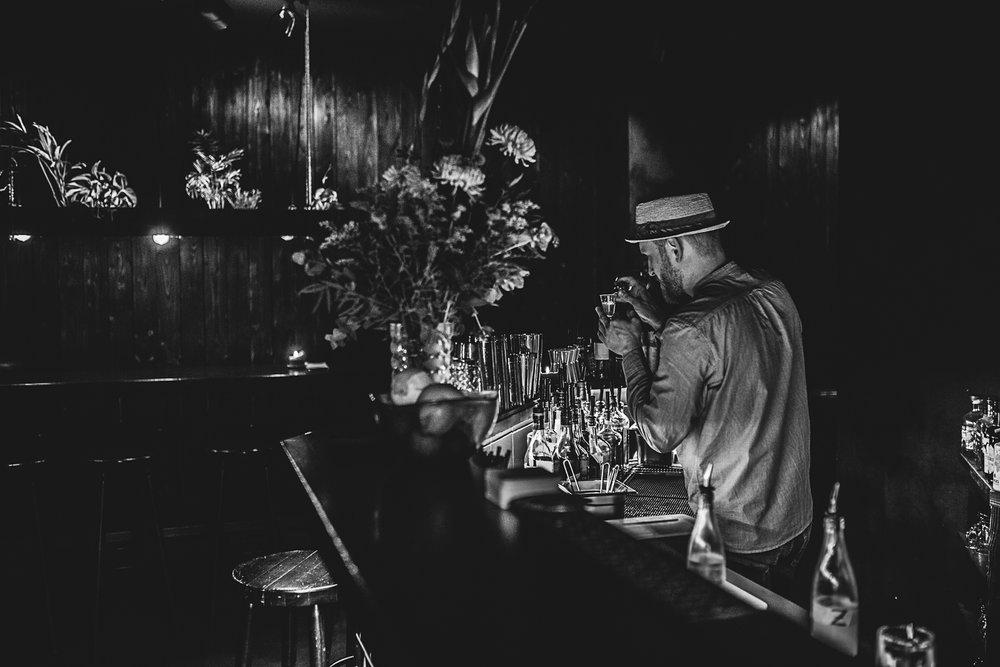 Im Berliner Großstadtdschungel verführt das Basalt mit einem einzigartigen Pflanzenkonzept und den außergewöhnlichsten Barkreationen. Wir haben die Macher Matthias und Kieran vor Ort im Wedding getroffen, um alles über ihre grüne Leidenschaft und der Idee zu dieser unverwechselbaren #botanicalthemed Bar zu erfahren.