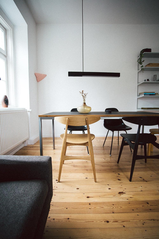 Lampe:  Kai Linke  // Stühle:  Hans J. Wegner