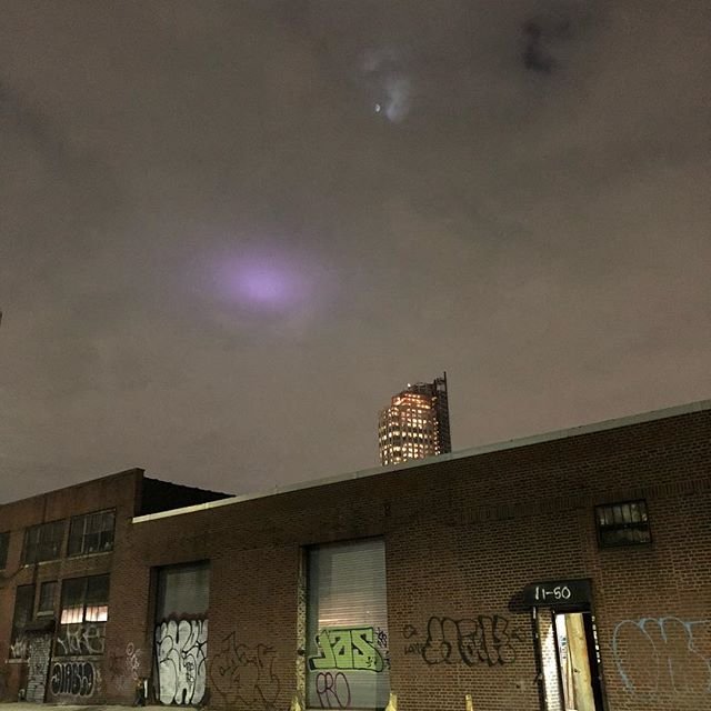 Purple glow above Long Island City last night🔮 #queens