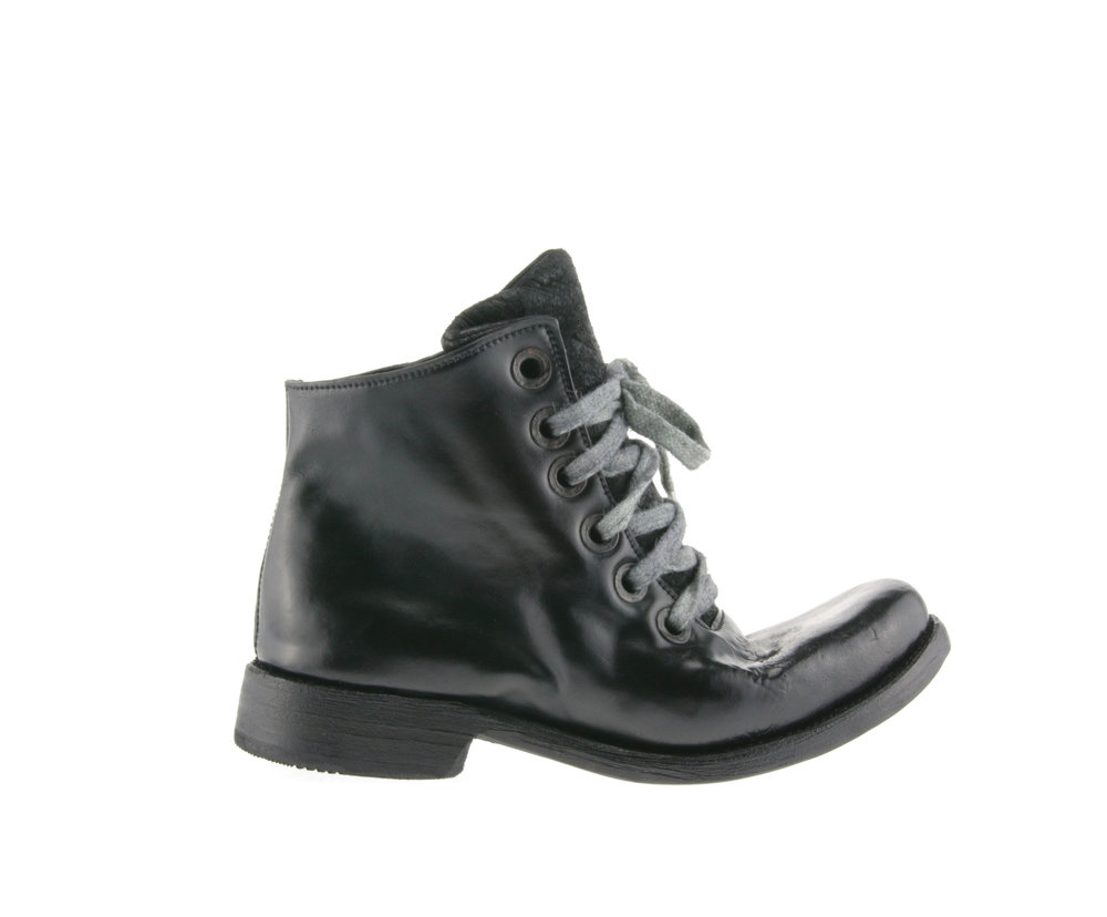 6Hole Work Boot Washed Black Culatta