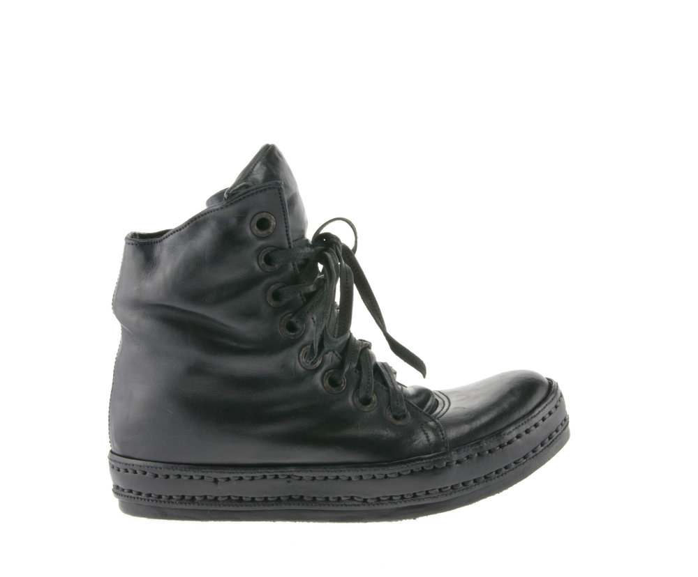 8Hole Padded Washed Black